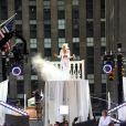Tout de blanc vêtue, Lady Gaga se produisait sur la scène du Rockfeller Center dans le cadre du  Today Show Summer Concert , vendredi 9 juillet.