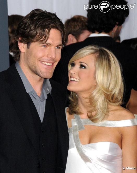 Carrie Underwood et Mike Fischer posent à Los Angeles, sur le tapis rouge des 52èmes Grammy Awards, en janvier 2010