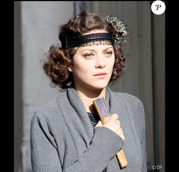 Marion Cotillard sur le tournage du film de Woody Allen à Paris. Le 6 juillet 2010