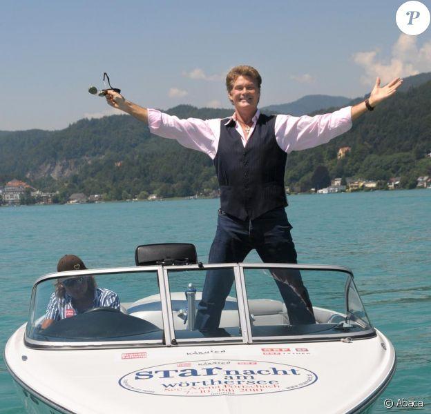 "David Hasselhoff chante lors du show ""Starnacht am Woerthersee"" en Autriche le 10 juillet 2010"