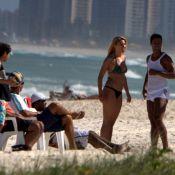 Ronaldinho : Sur la plage, il se dépense sans compter avec sa nouvelle chérie !