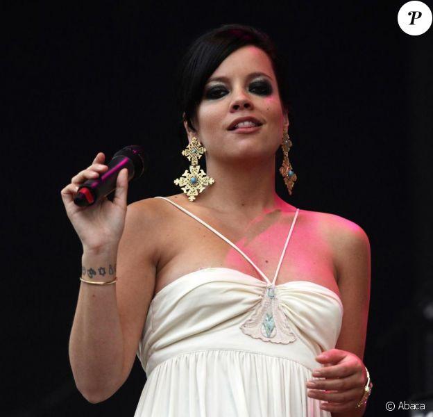 Lily Allen n'a pas pu se rendre en Espagne pour participer au festival  de Benicassim, comme prévu, ce dimanche 18 juillet.