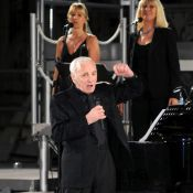 Charles Aznavour : Silvio Berlusconi n'hésite pas à le bousculer !
