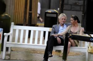 Catherine Zeta-Jones et Michael Douglas : de superbes amoureux des bancs publics !