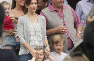 Christian, 4 ans, Isabella, 3 ans, et Henrik de Danemark, 1 an : un défilé pour les petits princes !