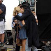Russell Brand, futur mari de Katy Perry, en embrasse une autre alors que ses beaux-parents ne sont pas loin !