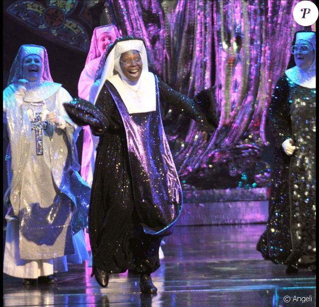 Whoopi Goldberg dans le spectacle musical Sister Act, à Londres, le 10 août 2010