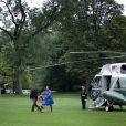 Barack et Michelle Obama arrivent avec leur fille cadette Sasha à Washington le 15 août après un séjour d'une journée à Panama City