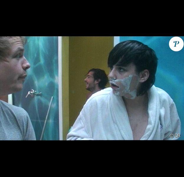 Autour de 14h00, une dispute a éclaté entre Bastien et Thomas pour une histoire de brosse à dents !