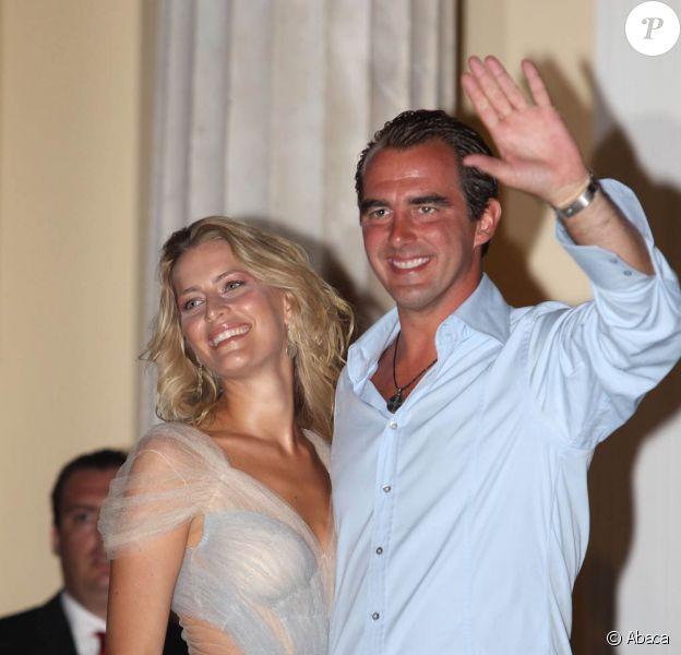 Le 24 août 2010, l'île de Spetses a vu débarquer le cortège royal invité aux noces de Nikolaos de Grèce et Tatiana Blatnik (photo), et une soirée de répétition a eu lieu à l'Hôtel Poséidon.