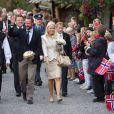 Haakon et Mette-Marit de Norvège ont entamé mardi 31 août leur visite de 3 jours dans la province d'Aust Adger, accueillis dans la liesse à Lillesand.