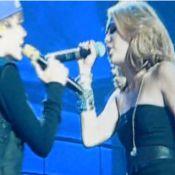 Justin Bieber : Il invite sur scène Miley Cyrus en 3D et rappe avec Kanye West !