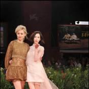 La superbe Rinko Kikuchi insuffle un vent venu d'Orient sur le tapis rouge vénitien...