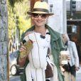 Natascha McElhone s'occupe de son petit Rex le 3 septembre 2010 dans West Hollywood