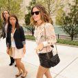 Pour la Fashion Week, Rachel Bilson fait un sans faute : top crème Vanessa Bruno, short en cuir et boots Martin Margiela !