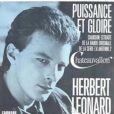 Herbert Léonard chante  Puissance et Gloire  pour le générique de Châteauvallon, en 1985