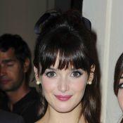 Regardez la ravissante Charlotte Le Bon piquer la place de Michel Denisot !