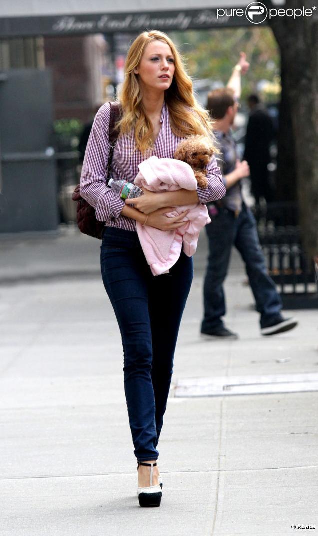 Blake Lively avec Penny sur le tournage de Gossip Girl, le 24 septembre  2010