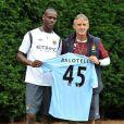 Mario Balotelli et son nouveau maillot de Manchester City