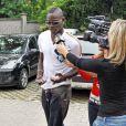 Mario Balotelli entre à l'hôpital à Pavia, en Italie, pour son opération au genou