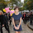 Alexa Chung se rendant au défilé Chanel