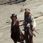Johnny Depp à l'abordage d'une école primaire pour le plaisir d'une fillette !