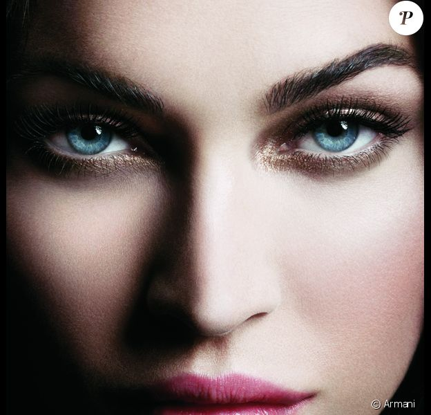 Megan Fox a le regard qui tue pour le visuel campagne du mascara Eyes to Kill Excess de Giorgio Armani.