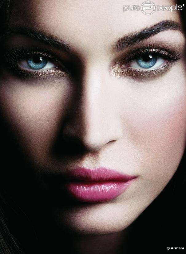 Megan Fox a le regard qui tue pour le visuel campagne du mascara Eyes to Kill Excess de Giorgio Armani.
