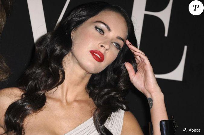 Megan Fox version femme fatale avec bouche glamour et yeux ...