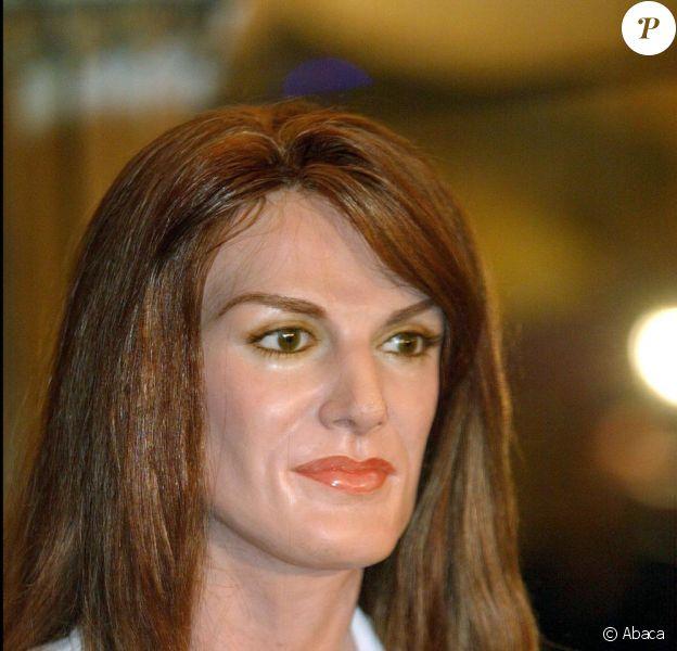 La ravissante Letizia d'Espagne a dû avoir une mauvaise surprise en découvrant sa statue de cire, quelques semaines avant son mariage, en 2004. Heureusement, le musée de Madrid a commandé par la suite un nouvel exemplaire.