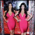 Kim Kardashian a elle aussi eu raison de poser aux côtés de son double de cire. L'occasion de vérifier que la belle brune n'est pas prête d'être copiée !