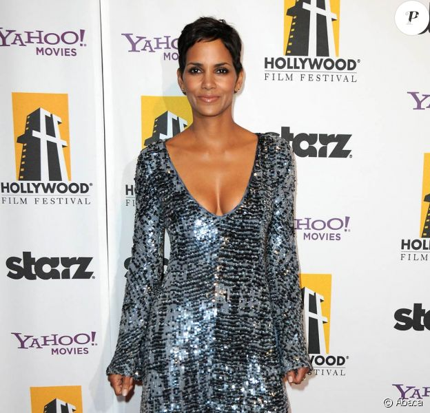 La sublime Halle Berry, à l'occasion du 14e Hollywood Awards Gala, au Beverly Hilton de Beverly Hills, à Los Angeles, le 25 octobre 2010.