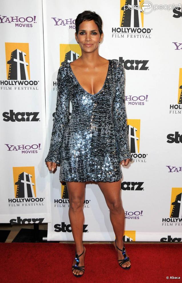 La sublime Halle Berry, à l'occasion du 14e Hollywood Awards Gala, au Beverly Hilton de Beverly Hills, à Los Angeles, le 25 octobre 2010.
