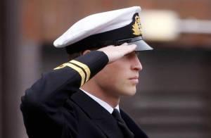 Le prince William : En uniforme de la Navy, le futur roi impressionne...
