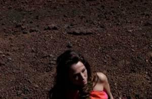 Laura Smet, absolument divine en mode top model sur une plage de la Réunion !