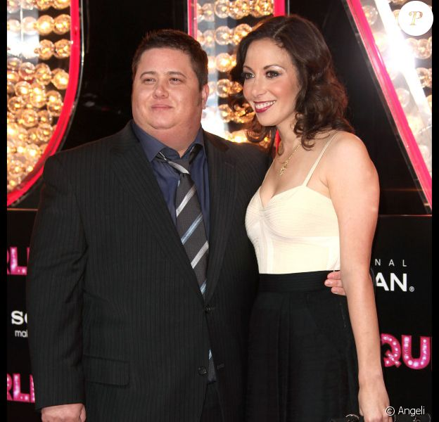 Chaz Bono, venu avec sa fiancé Jennifer Elia, assiste à l'avant-première du film Burlesque, dans lequel joue sa maman Cher, lundi 15 novembre à Los Angeles.