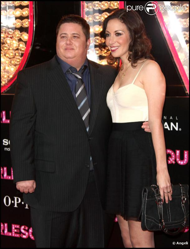 Chaz Bono, venu avec sa fiancé Jennifer Elia, assiste à l'avant-première du film  Burlesque , dans lequel joue sa maman Cher, lundi 15 novembre à Los Angeles.
