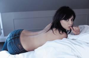 Daisy Lowe plus sensuelle que jamais avec un simple jean...