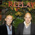 Gigi Vezzola et Matteo Sinigaglia à l'occasion de la soirée d'inauguration de la boutique Replay, à Paris, le 25 novembre 2010.