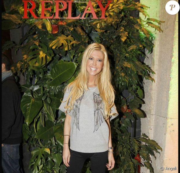 Tara Reid à l'occasion de la soirée d'inauguration de la boutique Replay, à Paris, le 25 novembre 2010.