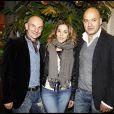 Alysson Paradis entourée de Gigi Vezzola et Matteo Sinigaglia à l'occasion de la soirée d'inauguration de la boutique Replay, à Paris, le 25 novembre 2010.