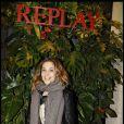 Alysson Paradis à l'occasion de la soirée d'inauguration de la boutique Replay, à Paris, le 25 novembre 2010.