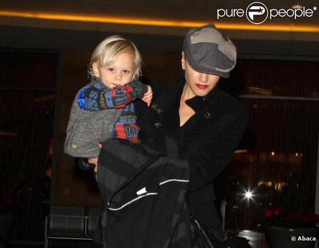 Gwen Stefani, son époux Gavin Rossdale et leurs deux enfants, vont au cinéma. 26/11/2010