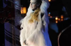 Kylie Minogue : Divine reine des neiges aux côtés de Maria Carey en Miss Santa !