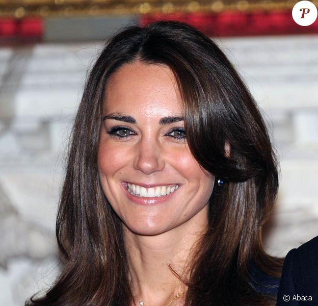 Kate Middleton vit ses derniers mois de roturière. Le 29 avril 2011, elle deviendra la femme du futur roi d'Angleterre, le prince William de Galles, et altesse de la famille royale. La robe de mariée qu'elle portera focalise l'attention...