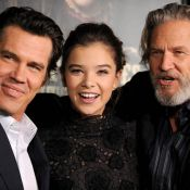 Josh Brolin et Jeff Bridges entourent la belle pornostar Jenna Jameson...