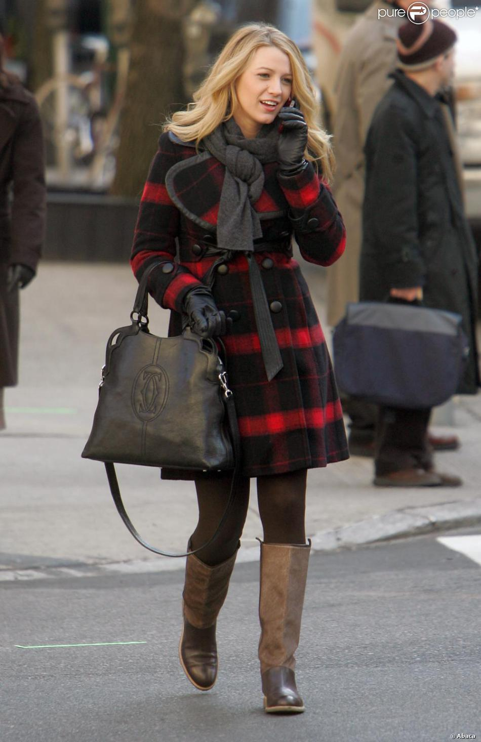 http://static1.purepeople.com/articles/9/69/67/9/@/524680-blake-lively-a-craque-pour-le-manteau-950x0-3.jpg