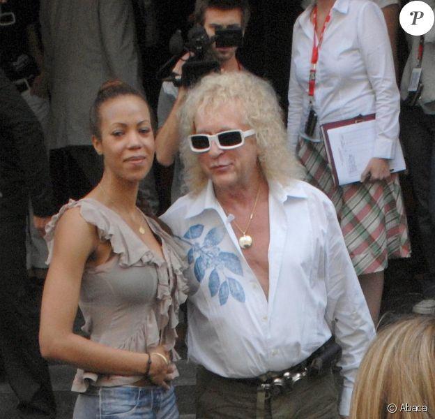 Michel Polnareff et sa bien-aimée Danyellah, maman de son premier enfant. Le 9 juin 2007