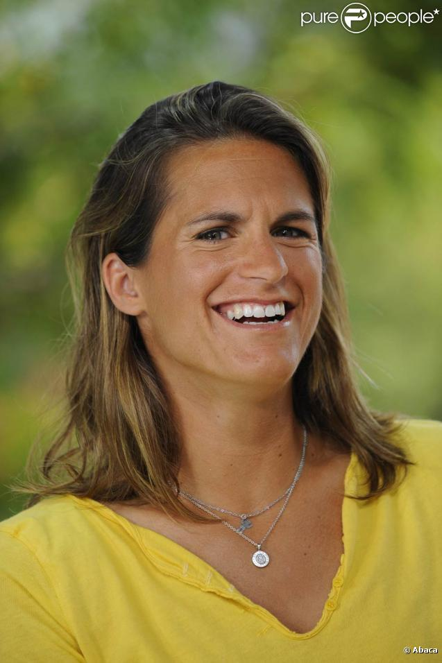 Amélie Mauresmo, qui a débuté sa reconversion en s'essayant avec succès à la tâche de consultante, est officiellement devenue le 5 janvier 2010 la co-directrice de l'Open Gaz de France.