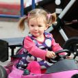 Seraphina (qui a fêté ses deux ans cette semaine) a une  petite tête de fripouille comme sa soeur Violet... et a le même visage de star que sa maman Jennifer Garner !
